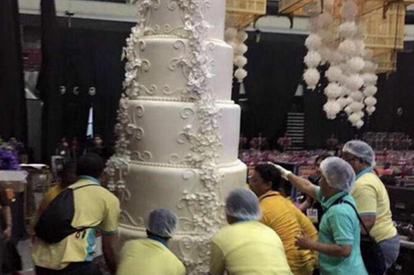 Biggest Wedding Cake In The World Is Twelve Feet Tall Media4news Com