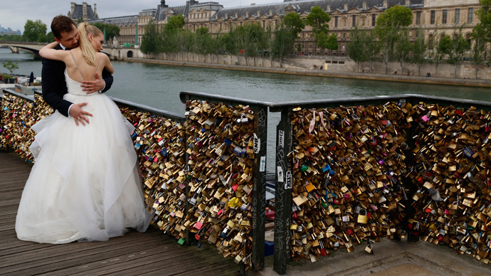 Nearly 1 million 39 love locks 39 are removed from famous for Love lock bridge in paris
